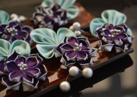 Tsumami Kanzashi: Purple Lotuses en masse. by hanatsukuri